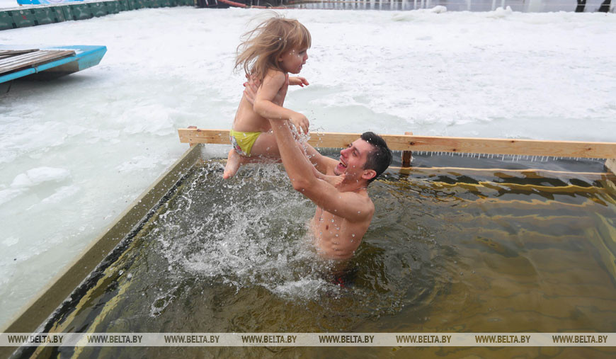 На Крещение Господне минчане окунулись в прорубь. Минск, 2019 год