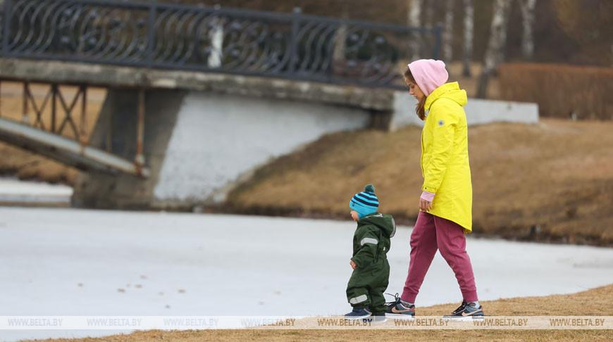 Повышаются некоторые размеры пенсий и детские пособия — что ещё изменится в мае