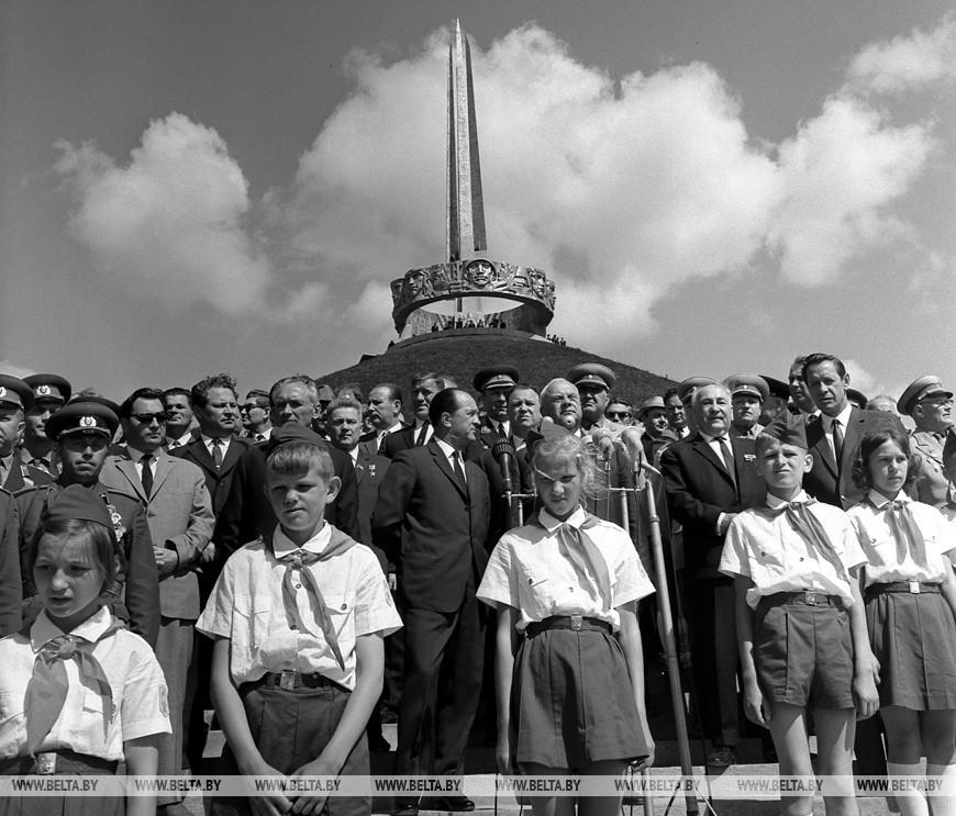 """Торжественное открытие мемориального ансамбля """"Курган Славы Советской Армии - освободительницы"""", 5 июля 1969 года"""