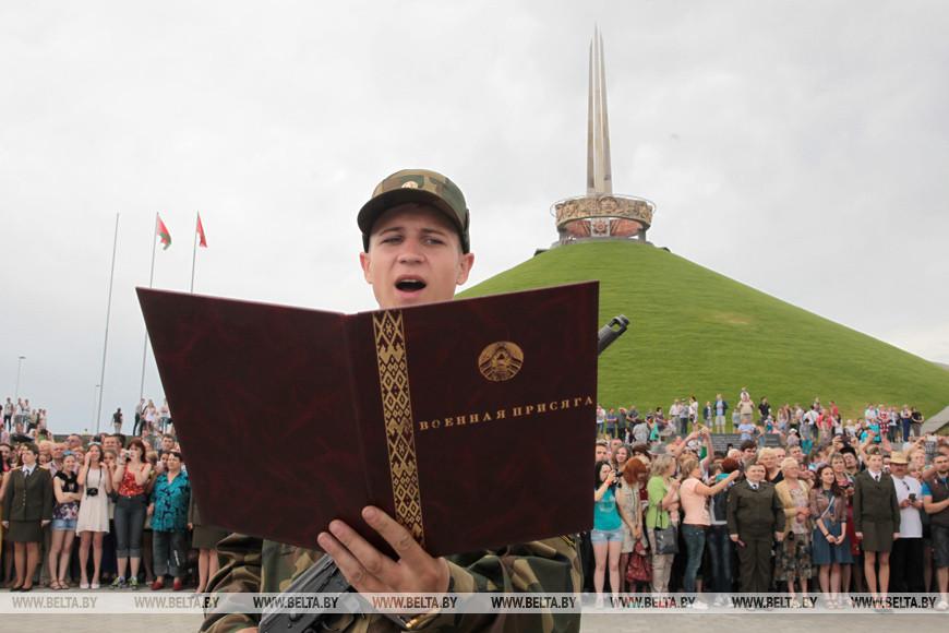 Воины-связисты приняли присягу у Кургана Славы