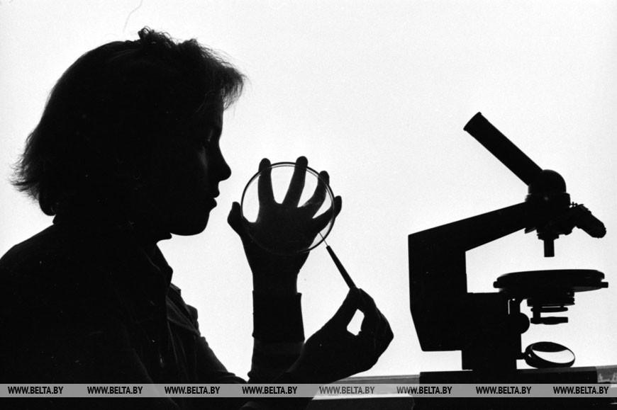 Белорусский государственный университет имени В.И. Ленина. В лаборатории микроскопии, 1979 год