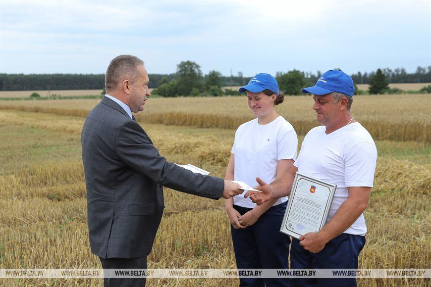 Юрий Наркевич поздравляет Андрея и Викторию Кунц
