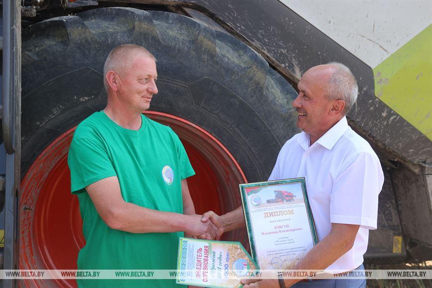 Владимир Довгун и председатель Гродненской областной профсоюзной организации Белорусского профсоюза работников АПК Ромуальд Юровский