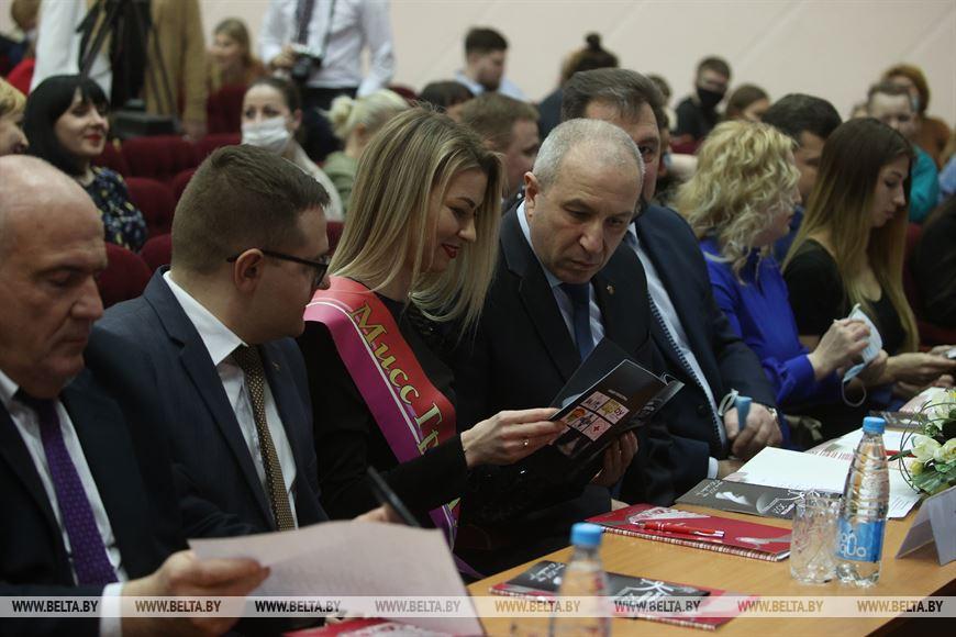 Председатель жюри конкурса красоты помощник Президента – инспектор по Гродненской области Юрий Караев