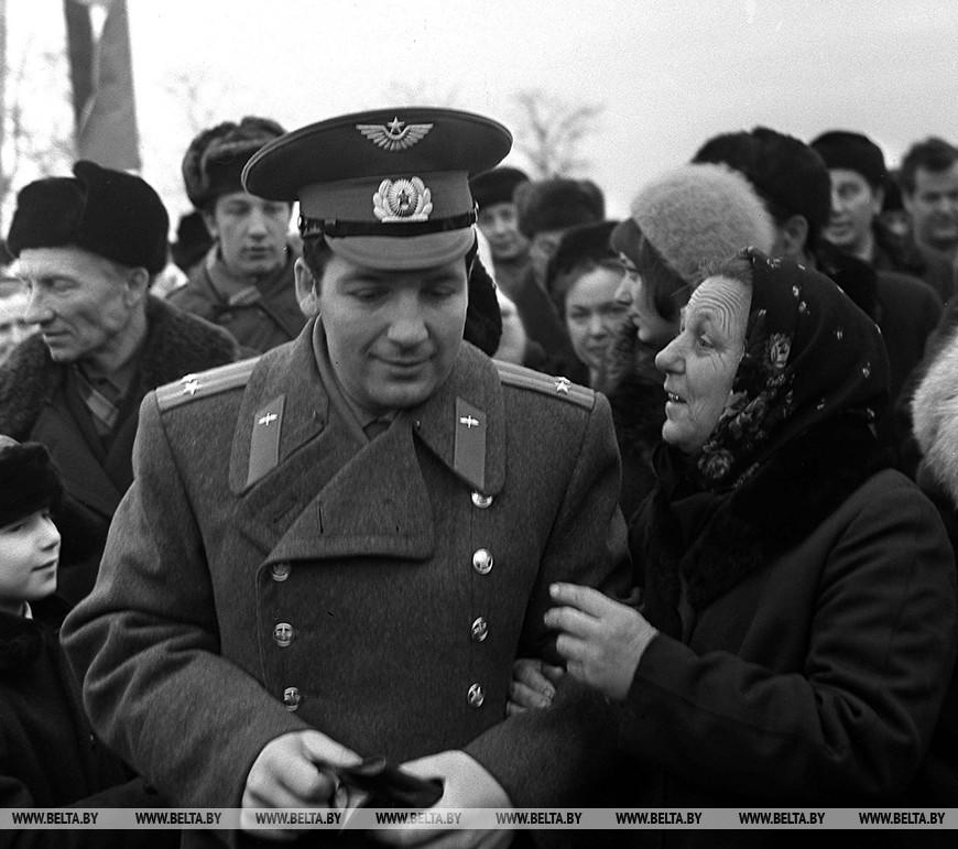 Январь 1974 года. Петр Климук со своей матерью Марфой Павловной