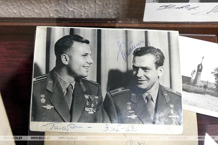 Фото с автографом космонавта Юрия Гагарина